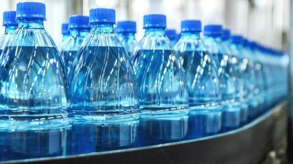 agua embotellada 1 - Perú: ¿Por qué la canasta de consumo se ha contraído?