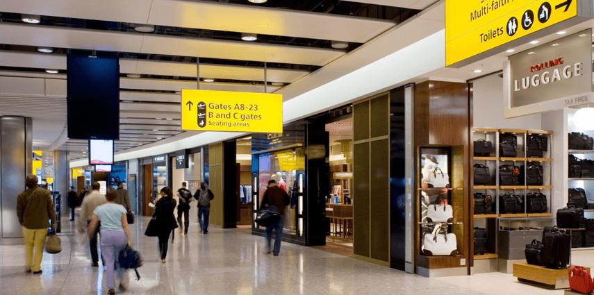 airport and mall shoppers 1 - ¿Qué significa travel retail y por qué es importante para los negocios?