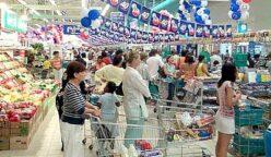 amas de casa comprando en supermercado