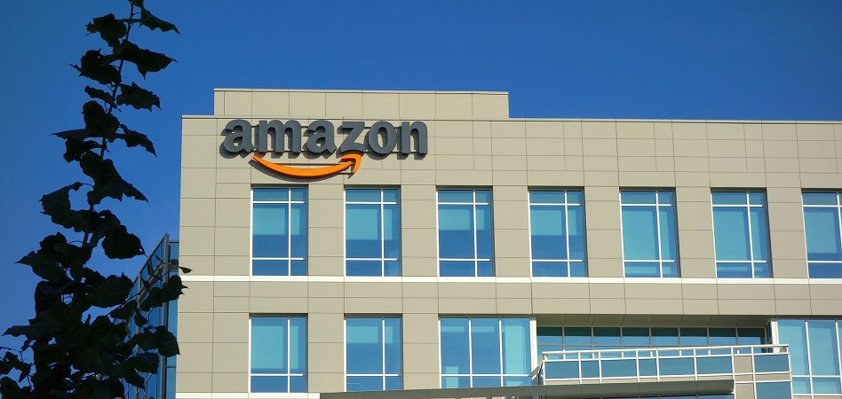 amazon edificio 948 - Amazon pierde US$ 52.000 millones en valor de mercado tras amenaza fiscal de Donald Trump