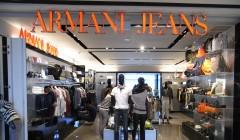 armani jeans 240x140 - Armani cierra su tienda de jeans en España