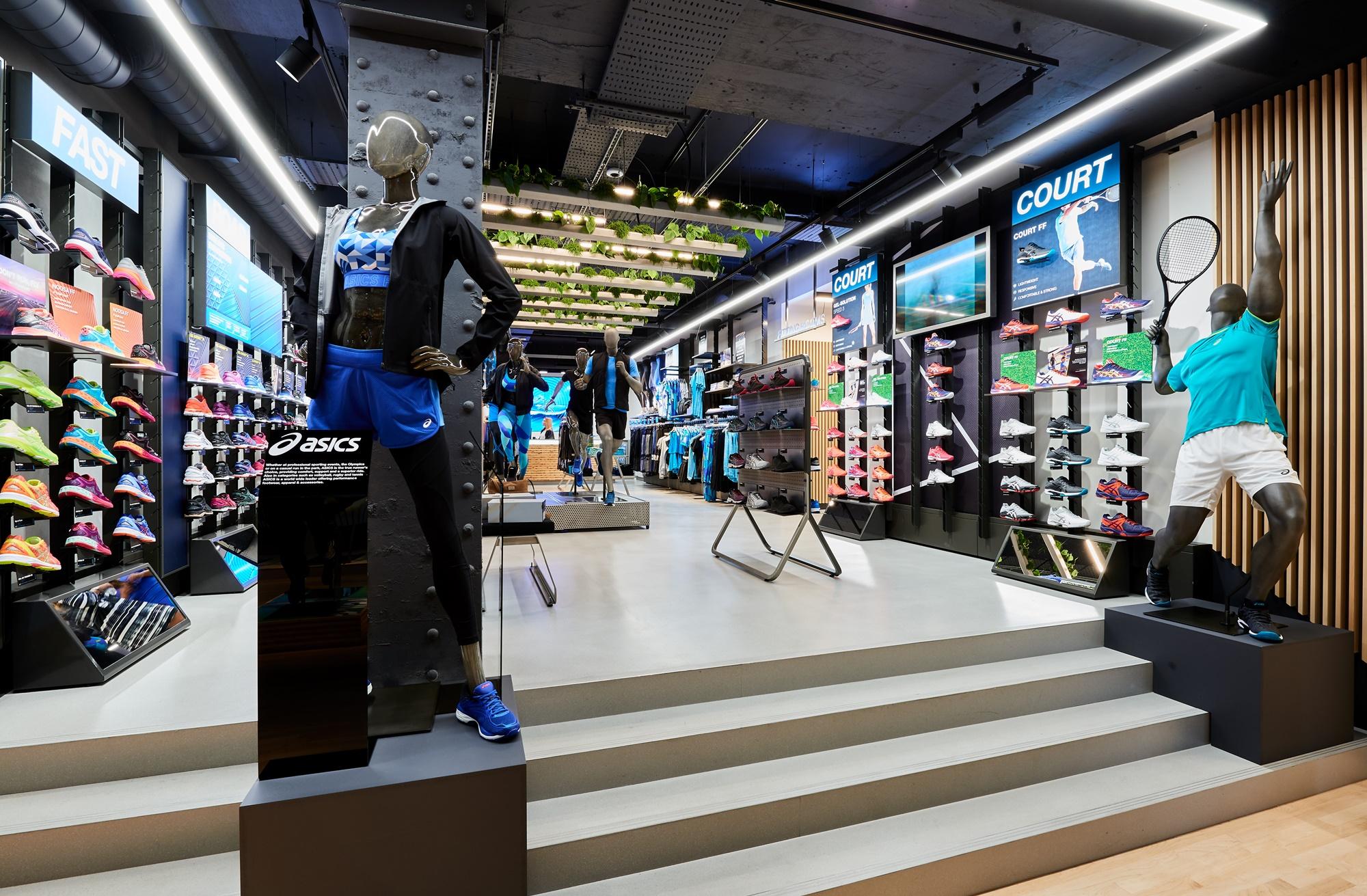 Asics invierte más de US  4 millones para abrir su primera tienda en  Colombia f0d0ef7c6a3c0