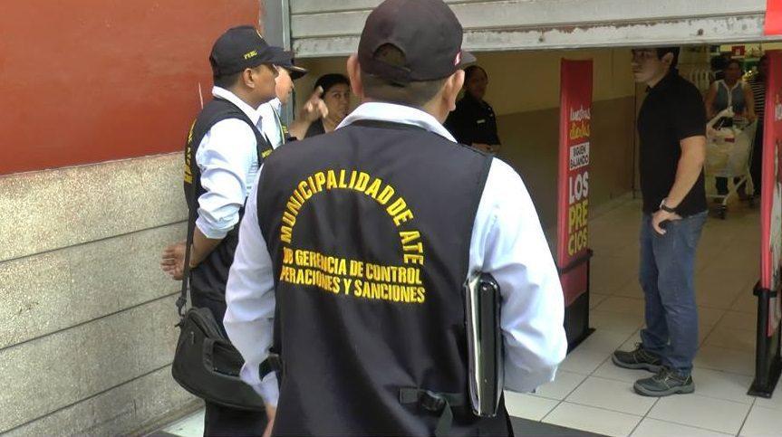 ate plaza vea 21 - Municipio de Ate clausura Plaza Vea de Santa Clara