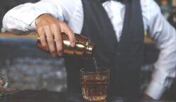 barman 248x144 - Pernod Ricard otorga apoyo económico a bartenders peruanos