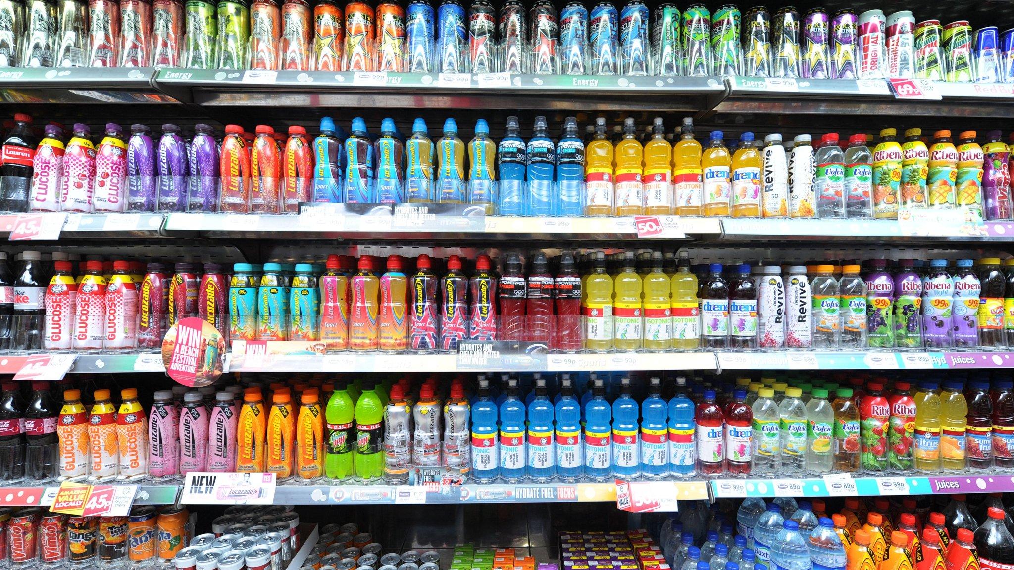 bebidas en estantes - El consumidor deja la gaseosa y busca nuevas opciones de bebidas