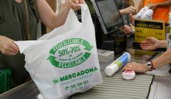 bolsa de plastico reciclado mercadona 240x140 - Eliminación de bolsas plásticas: impulsando un nuevo mercado