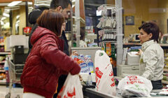bolsa plastica 240x140 - Más ciudades prohíben el uso de las bolsas de plástico