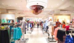 cámara de seguridad del cctv en fondo 73848486 240x140 - ¿Cómo incrementar la seguridad para evitar robos en tienda?