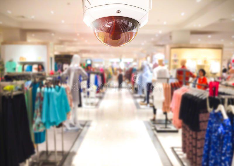 cámara de seguridad del cctv en fondo 73848486 - ¿Cómo incrementar la seguridad para evitar robos en tienda?