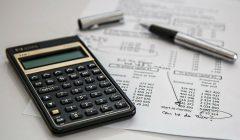 calculadora y papel 240x140 - ¿Cómo diseñar y evaluar una promoción rentable?