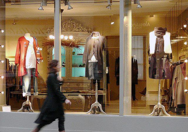 """caminando en tienda - Perú: """"El 2018 se muestra favorable para el incremento del consumo"""""""