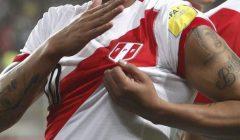 camiseta peru 2017 240x140 - Umbro presentará antes de navidad camiseta que vestirá a Perú en Mundial de Rusia 2018