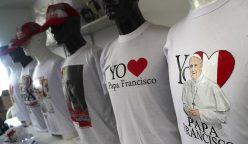 camisetas papa francisco perú 248x144 - Papa Francisco: Dos millones de camisetas y gorros se venderían por su visita al Perú