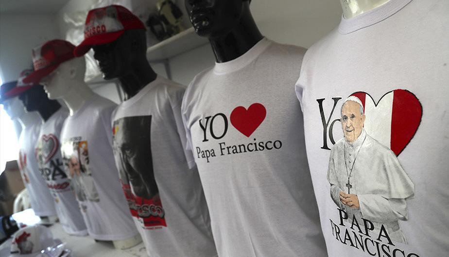 camisetas papa francisco perú - Papa Francisco: Dos millones de camisetas y gorros se venderían por su visita al Perú