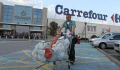 carrefour 575x323 240x140 - Inversionista Barings adquiere 10 supermercados de Carrefour