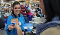carrefour compra 240x140 - Carrefour empezará a suprimir el ticket de compra en sus supermercados