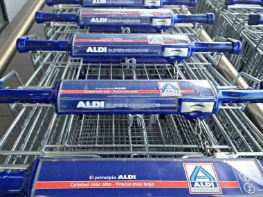 carros-aldi-enfilados-distribucion-alimentaria-loopmarket