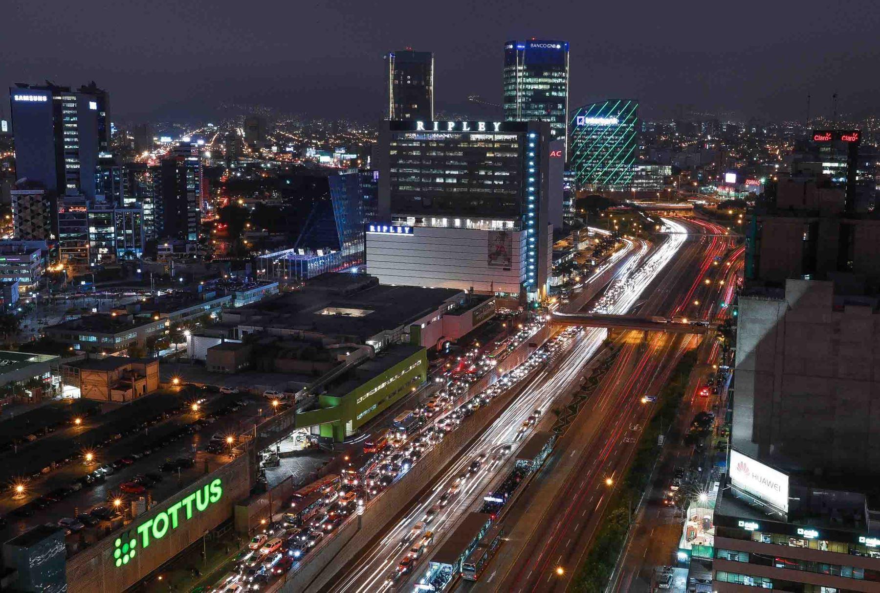 """centro financiero lima 2018 - CCL: """"Hay que eliminar las barreras burocráticas en el Perú"""""""