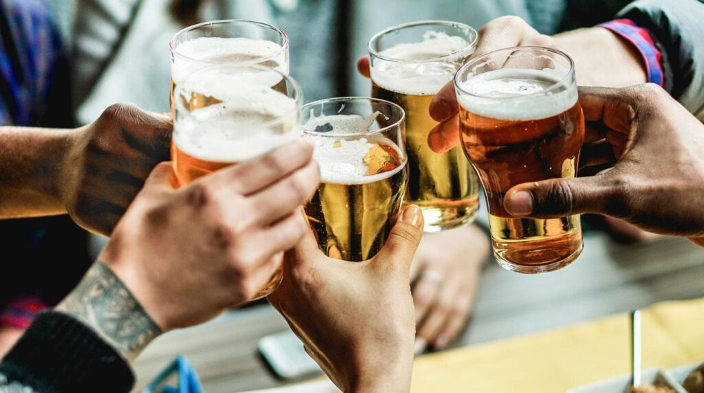 cerveza 1024x573 - AJE demandaría a MEF por incremento del impuesto a la cerveza