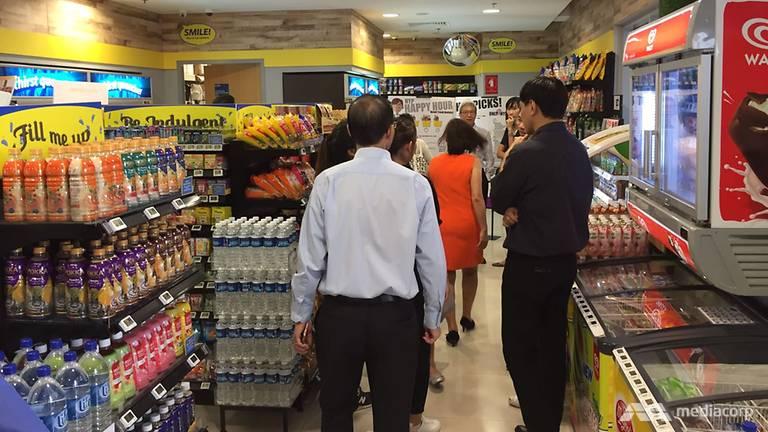 cheers singapur 2 - Singapur se suma a China y lanza su primera tienda de conveniencia sin personal