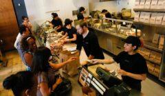chipotle mexican service 240x140 - Chipotle ofrecerá 4,000 trabajos este mes en Estados Unidos
