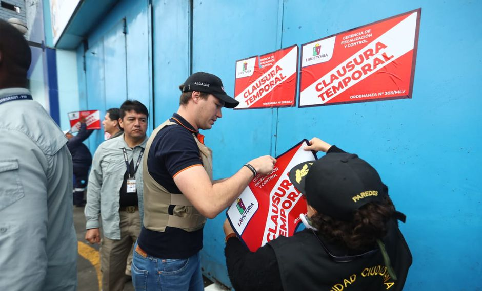 "clausura de polvos azules - Perú: Clausuran el centro comercial Polvos Azules por ""riesgo alto"""