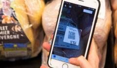 cliente codigo QR producto Carrefour 1321077884 390667 660x372 240x140 - Supermercados Wong: Blockchain, una herramienta para fidelizar al cliente