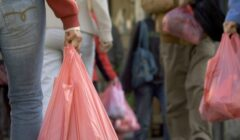 cobro de bolsas 240x140 - Ley de plásticos: En estos casos no deben cobrarte por darte bolsas