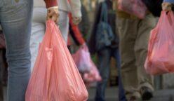 cobro de bolsas 248x144 - Ley de plásticos: En estos casos no deben cobrarte por darte bolsas