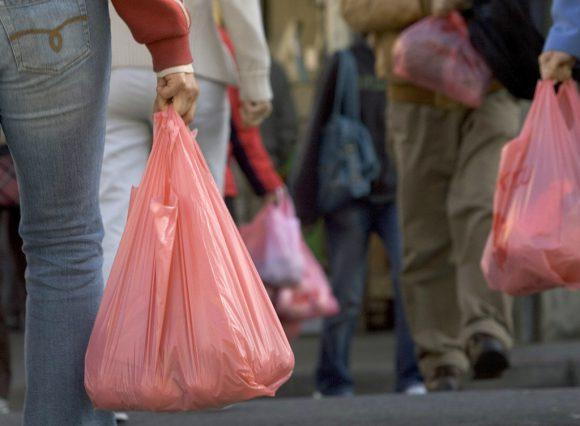 cobro de bolsas - Ley de plásticos: En estos casos no deben cobrarte por darte bolsas