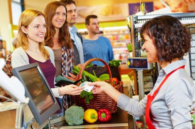 cola mas rapida supermercado e1505905238366 810x535 - Consumidores prefieren cajas más rápidas para agilizar sus compras