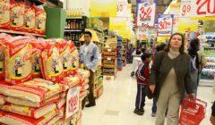 comprando supermercado marca blanca2 240x140 - Los segmentos socioeconómicos A y B son los que más gastan en marcas blancas