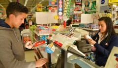 compras ecuador 240x140 - Un año de cambios en el consumo del shopper ecuatoriano