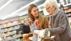 consumidores jovenes senior 240x140 - España: El gran consumo se enfrenta a un nuevo desafío