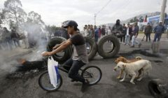 crisis en ecuador 240x140 - Ecuador: Quito empieza a quedarse sin alimentos por bloqueo de carreteras