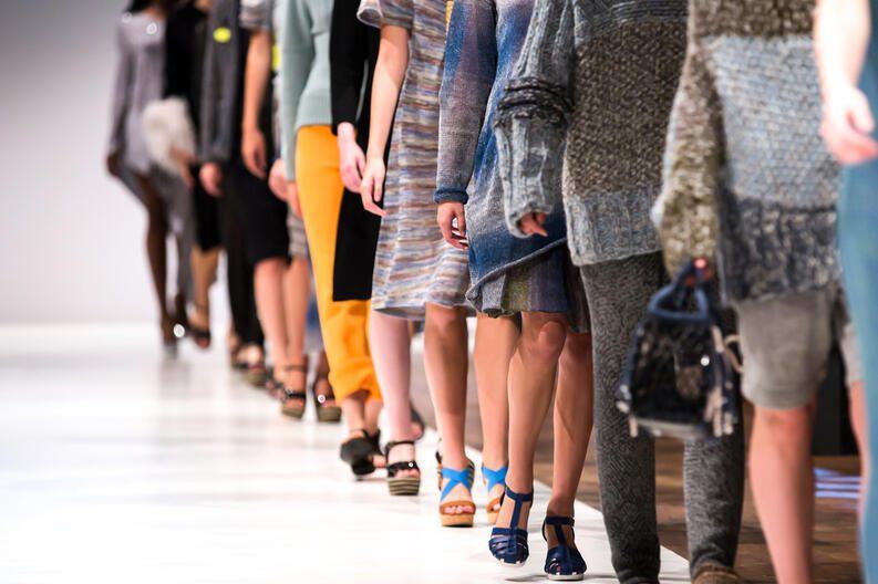 desfile moda - Conoce los cinco hitos que definieron la moda en la última década