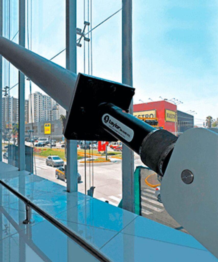 disipador sísimico Perú Retail 853x1024 - Así debes evacuar si te sorprende un sismo en un centro comercial