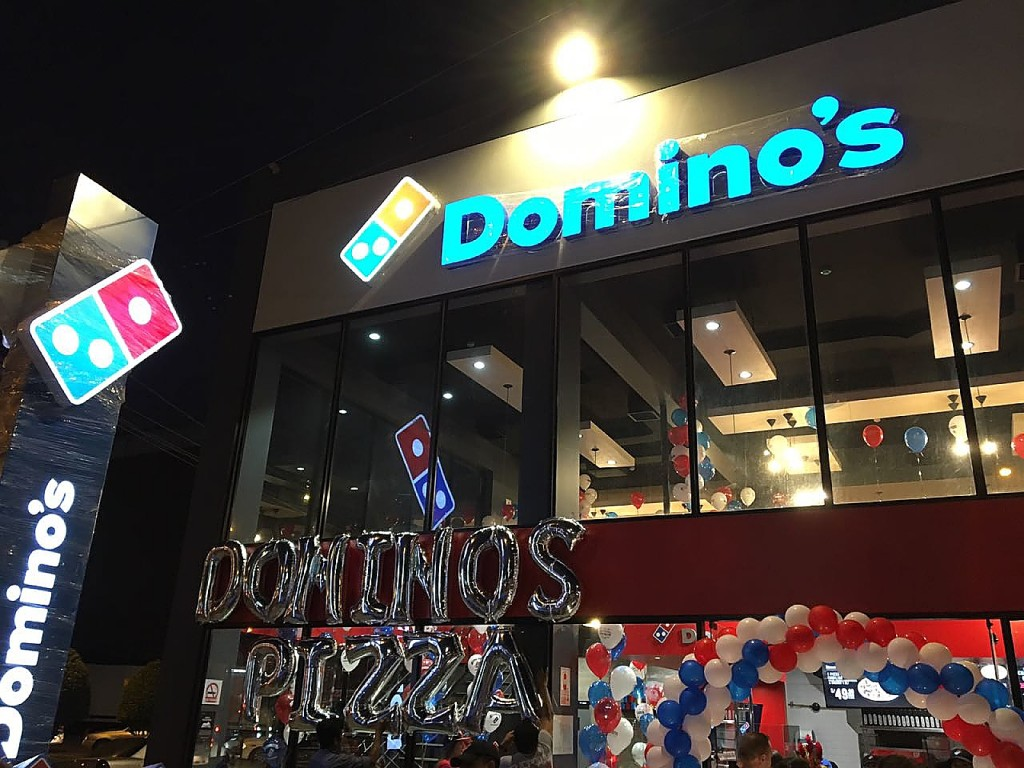 dominos Fachada del local de Chorrillos - Domino's_opt