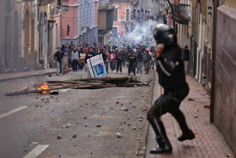 ecuador protestas - Ecuador: Suscriptores de Netflix y Spotify deberán pagar impuestos