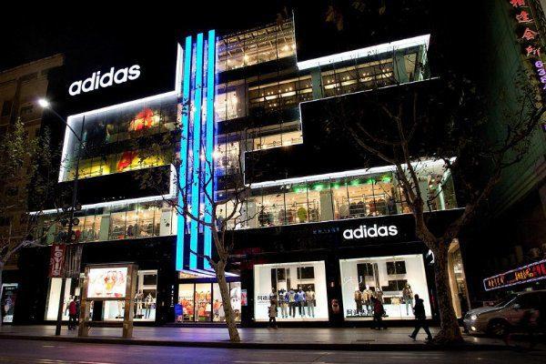 el portal el comercio 4 perú retail - Adidas abre flagship con un concepto de tienda digital inmersiva, ¿qué significa esto?