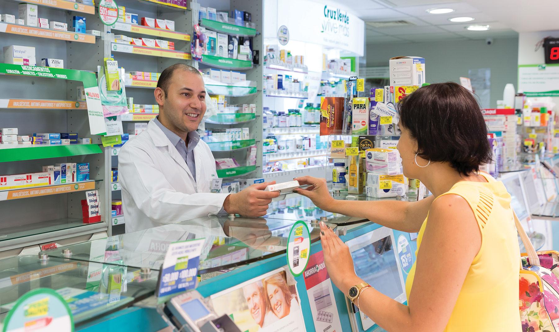 farmacia cruz verde imagen - FEMSA es el principal operador de farmacias en América Latina