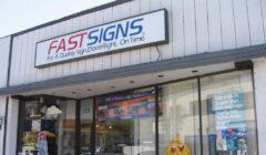 fast signs store full 240x140 - FastSigns prevé ingresar al Perú