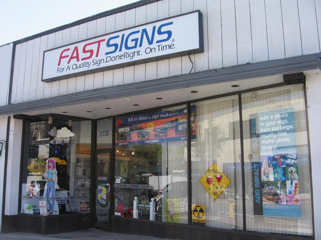 fast signs store full