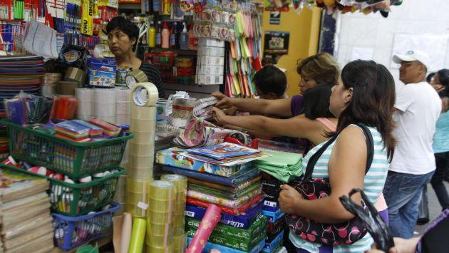 feria escolar1 - El retorno al colegio incrementa consumo de diversas categorías en el Perú