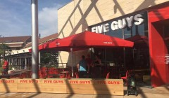 five guys españa 240x140 - Five Guys abre su segundo local en el mall Parquesur de España