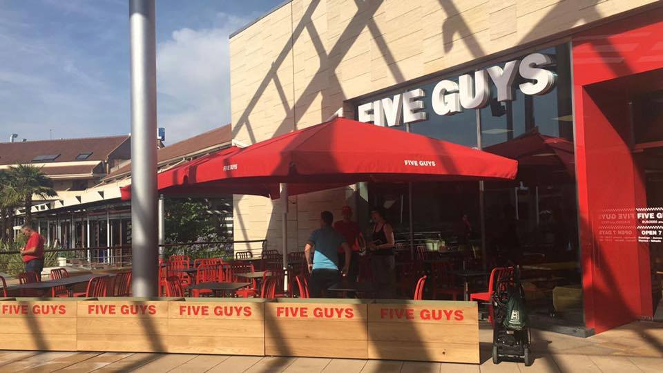 five guys españa - Five Guys abre su segundo local en el mall Parquesur de España