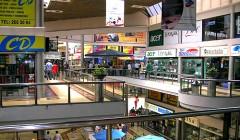 galeria comercial 1 240x140 - ¿Cuáles son los factores que enfrentan los centros comerciales multi-propiedad?