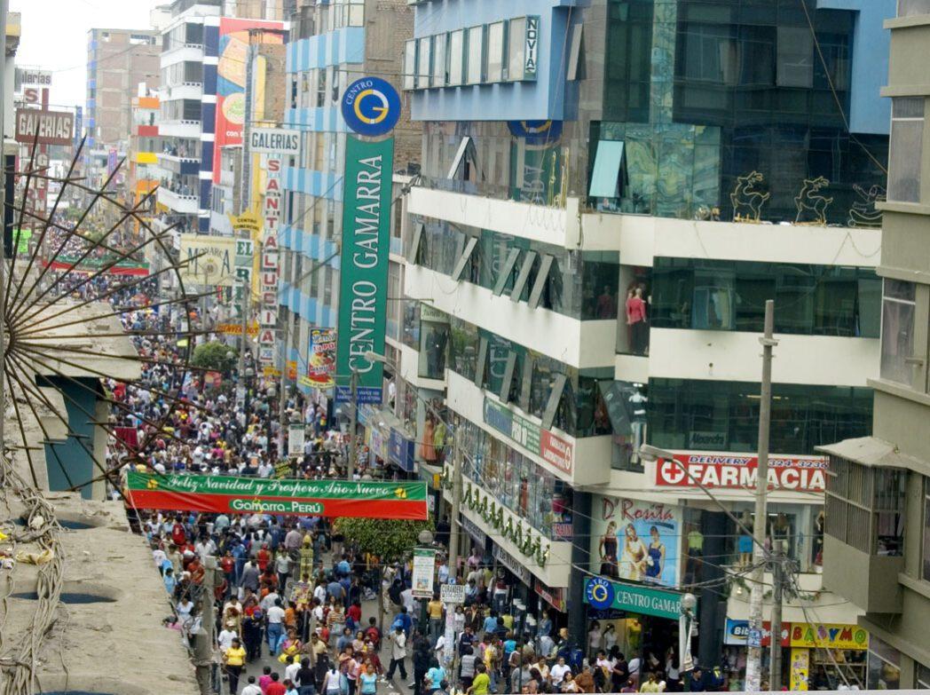 gamarra 31 - Gamarra recibe medio millón de compradores al día