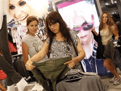 gen z shops in stores because they have a problem - Generación Z todavía prefiere ir a comprar a una tienda física antes que online