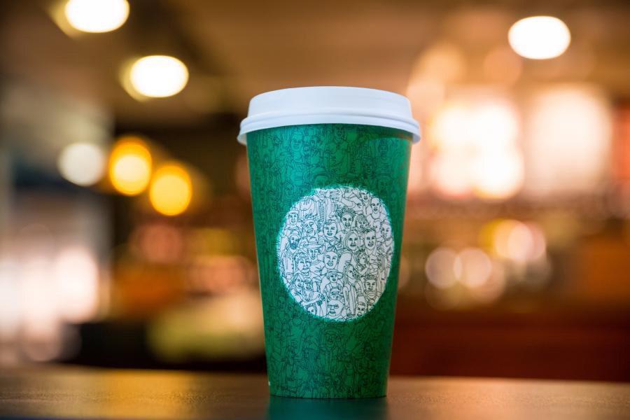 green cup Starbucks diseno - Tendencias que cambiarán el diseño del packaging en el 2018